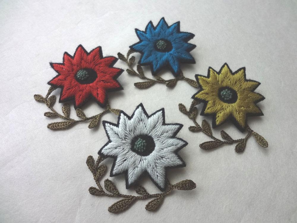 画像1: 刺繍フラワーブローチ  ギザギザ