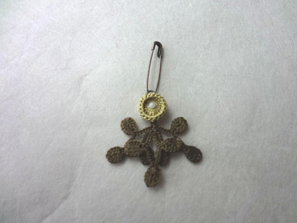 画像2: 丸花・10  シルク糸編みブローチ 丸花