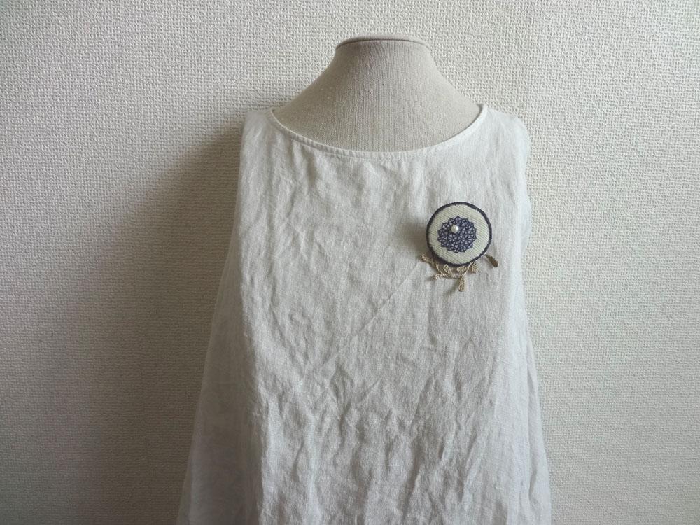 画像3: 青糸刺繍ブローチ  △パターン 大 クロッシェリーフ