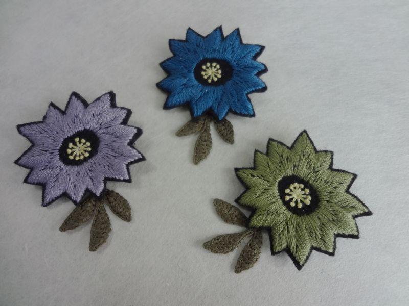 画像1: 刺繍フラワーブローチ  ギザギザしかく